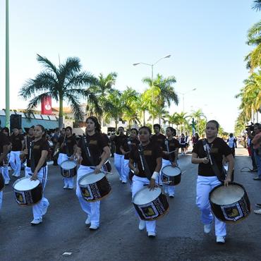 Algarab a y demostraciones deportivas en desfile del 20 de for Alberca 20 de noviembre campeche